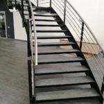 Изготовление лестницы из плитки Florim для салона Mercedes-AMG.