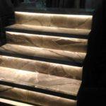 Элегантная подстветка ступеней обеспечит удобство использования лестницы в темноте и удачно впишется в любой дизайн интерьера.