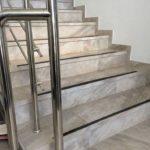 Производство лестниц для котеджей под людбой дизайн интерьера.